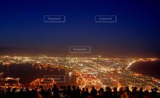 函館の夜景に見惚れる。の写真・画像素材[2405118]
