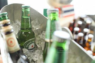 冷えた瓶ビールの写真・画像素材[2419861]