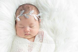スヤスヤ眠る赤ちゃんの写真・画像素材[2434825]