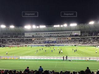 人でいっぱいのスタジアムの写真・画像素材[2410885]
