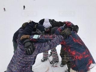 スノボーで滑る前の円陣の写真・画像素材[2410921]