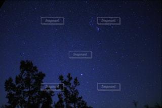オリオン座と冬の大三角の写真・画像素材[2403407]