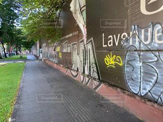 落書きストリートの写真・画像素材[2404515]