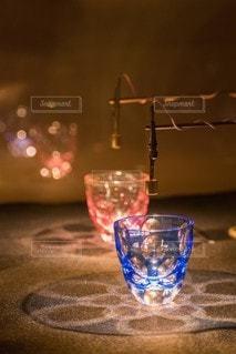 テーブルの上のグラスカップの写真・画像素材[2422283]