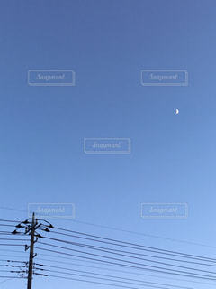 電柱と月の写真・画像素材[2408074]