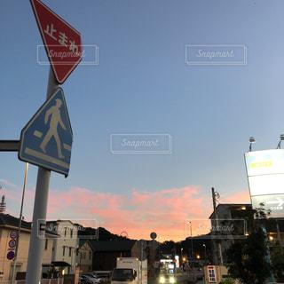 市街地の標識の写真・画像素材[2408075]