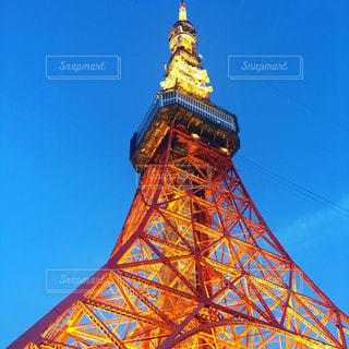下からの東京タワーの写真・画像素材[2408110]