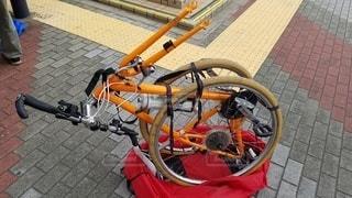 クロスバイクの輪行の写真・画像素材[2438959]