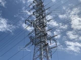 青空と高圧電柱の写真・画像素材[2483221]