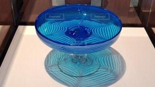 青いガラスの写真・画像素材[2413865]