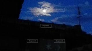 愛媛県松山市北条の空と月の写真・画像素材[2414198]