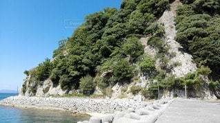 愛媛県 鹿島の海岸の写真・画像素材[2415140]