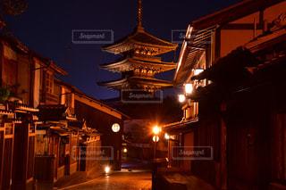 夜の東山花灯路の写真・画像素材[2414077]