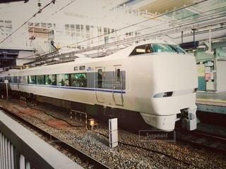 駅に停車している特急電車の写真・画像素材[2884006]