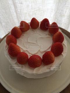 皿の上のショートケーキのクローズアップの写真・画像素材[2416344]