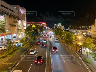 ショッピングモールからの夜景の写真・画像素材[2423513]