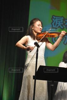 ヴァイオリンを奏でる音楽家🎻の写真・画像素材[2614738]