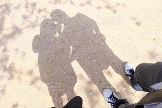 人影と桜の写真・画像素材[2470958]