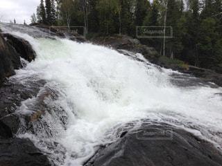 滝の流れの写真・画像素材[2419957]