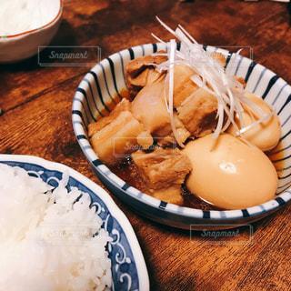 豚の角煮と煮卵の写真・画像素材[2597497]