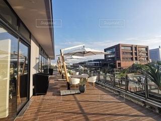 カフェのテラス席~とある晴れた日~の写真・画像素材[2714843]