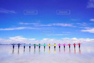 ウユニ塩湖での集合写真の写真・画像素材[2421997]