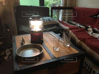 テーブルの上の食べ物のボウルの写真・画像素材[2423078]