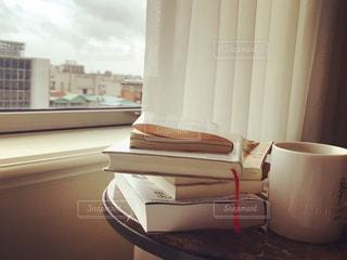 高層ホテルで読書の写真・画像素材[2423027]