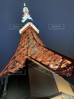 そびえる東京タワーの写真・画像素材[2424701]