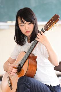 放課後のギターの写真・画像素材[2427300]