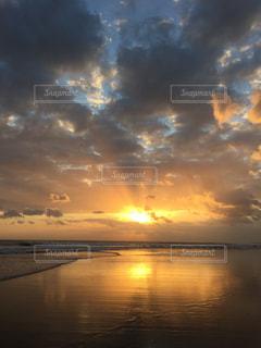 サンセットビーチの写真・画像素材[2425698]