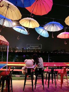 傘が綺麗なカフェの写真・画像素材[2425780]