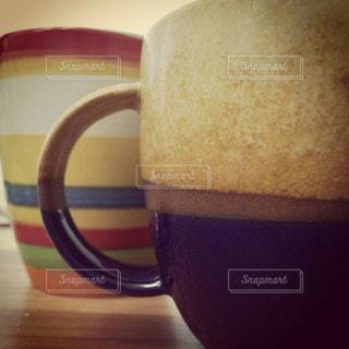 テーブルの上でコーヒーを一杯の写真・画像素材[2431024]