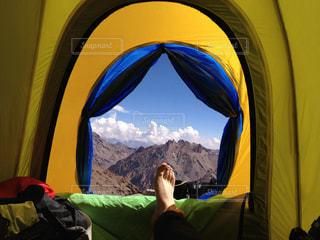 テントの中の人の写真・画像素材[2844953]