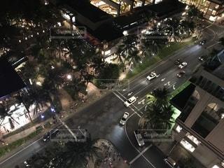 夜の街の眺めの写真・画像素材[2435120]