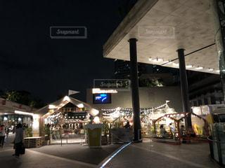 夜の街の眺めの写真・画像素材[2437494]