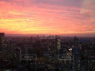 日没時の街の眺めの写真・画像素材[2464281]
