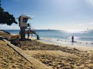 ワイキキ近くのビーチの写真・画像素材[2472573]