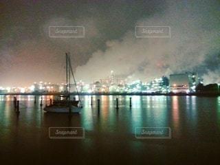 水域の大きなボートの写真・画像素材[2438706]