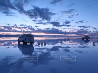 ウユニ塩湖の朝の写真・画像素材[2440199]