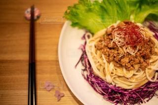 ジャージャー麺の写真・画像素材[2611017]