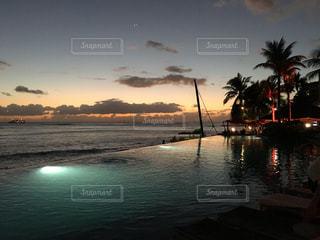 ハワイの黄昏時の写真・画像素材[2444499]