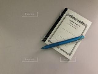 ノートとペンの写真・画像素材[2445823]