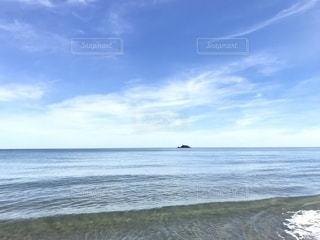 鳥取砂丘から見る海の写真・画像素材[2445115]
