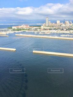 海に映る観覧車の写真・画像素材[2459295]