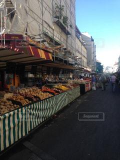 パリ 夕暮れ 市場の写真・画像素材[2450136]