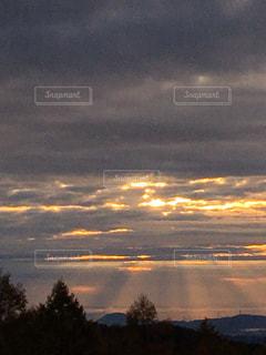 朝焼け  天使の階段の写真・画像素材[2450900]