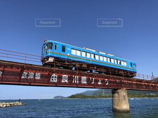 青い海と空、鉄道の写真・画像素材[2455926]