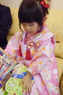 七五三撮影の小さな女の子の写真・画像素材[2461203]