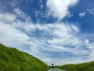 青い曇り空のクローズアップの写真・画像素材[2452230]